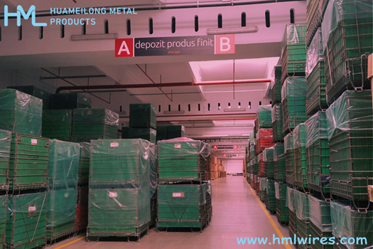 A Comparison B/W PET Preform Container & Wire Mesh Container